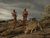 بالصور.. صداقة غير عادية تجمع بين فهد وصيادين فى غابات نامبيبا
