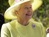 ملكة بريطانيا تثير غضب جمعيات حقوق الحيوان بمعطف من الفرو