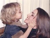 """الملكة رانيا تنشر صورة قديمة برفقة ابنتها """"إيمان"""" فى طفولتها"""