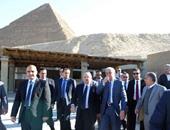 بالصور.. رئيس الوزراء يتفقد المتحف المصرى الكبير