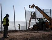 بالصور.. الاحتلال الإسرائيلى يبنى سياج عازل على حدوده مع الأردن