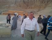 بالصور.. كبير مستشارى جون كيرى والسفير الأمريكى يزوران مقبرة توت عنخ آمون