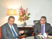 وزير التعليم يبحث مراجعة مناهج مدارس النيل المصرية لاعتمادها