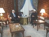 بالفيديو.. وصول المستشار عدلى منصور مشيخة الأزهر للقاء الإمام الأكبر