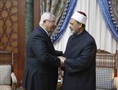 الإمام الأكبر يكرم عدلى منصور: كنت مثالا للعدالة  والوطنية والنزاهة