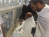 أبو إسحاق الحوينى يؤدى مناسك العمرة بعد انتقاله من قطر للسعودية