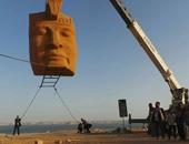 بالصور..وزيرا الآثار والثقافة يشاهدان محاكاة لنقل وجه تمثال رمسيس الثانى