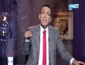 خالد صلاح ينتقد اعتداء نواب على الصحفيين ..ويتساءل: لماذا نلوم الداخلية؟