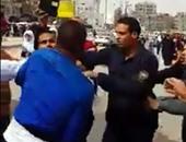 بالفيديو .. تداول فيديو لاعتداء 3 من شرطة الإطفاء على مواطن رفض تحرشهم بفتاة