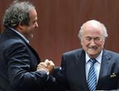 بلاتر يدعو إلى تسليم بلاتينى رئاسة فيفا أو الاتحاد الأوروبى