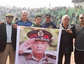 جماهير المصرى تتضامن مع المؤسسة العسكرية برفع صورة طنطاوى