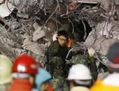 بالصور.. استمرار محاولات البحث عن أحياء تحت أنقاض زلزال تايوان