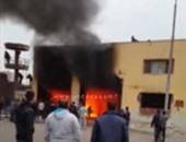 4 سيارات إطفاء تحاول السيطرة على حريق نشب فى ورشة أحذية بباب الشعرية