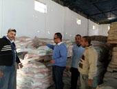 ضبط مصنع يستخدم منتجات غذائية منتهية الصلاحية ومصادرة 54 ألف عبوة