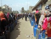 بالفيديو.. طوابير من المواطنين للحصول على أنابيب البوتاجاز فى كرداسة