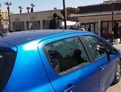 بالفيديو..طلاب الإخوان يحطمون زجاج السيارات بجامعة القاهرة