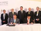تفاصيل 6 اتفاقيات وقعتها وزارة النقل لتنفيذ مشروعات بـ2.2 مليار دولار.. إنشاء محطة صب سائل بميناء السخنة بـ415 مليونا.. تصنيع قطارات فى مصر بـ500 مليون.. واتفاقية متعددة الأغراض وقطار مكهرب بنصف مليار