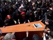 الإندبندنت: أفغانيات يخرجن عن التقاليد بحمل نعش امرأة ضربت حتى الموت