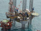 """وزير البترول يتفقد بالطائرة الهليكوبتر أثار حريق حفار """"شلف الأمريكية"""" بأبورديس"""