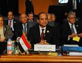 """بالفيديو..السيسى مداعبًا رئيس وزراء الأردن: """"كح إحنا هنمنع الكحة ولا إيه"""""""