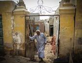 """عيلة """"عم محمود"""" رضيوا بالسكن فى المقابر.. لكن التربة اتهدت عليهم"""