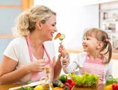نصائح غذائية للحفاظ على صحة طفلك من سن الولادة حتى المدرسة