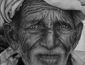 بالصور.. فنان تشكيلى يجسد قسوة الحياة على وجوه البشر فى لوحات رائعة