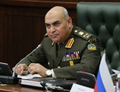 وزير الدفاع ينيب قادة الجيوش بوضع زهور على النصب التذكارى بذكرى تحرير طابا