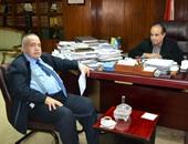 حسن حنفى يهدى مؤلفاته مجانًا لهيئة الكتاب ويتبرع بشراء 100 نسخة
