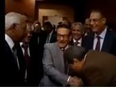 بالفيديو..أحقر مشهد فى تاريخ السياسة..عكاشة يقبل يد سيده صفوت الشريف