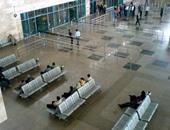 تأخر خروج ركاب الطائرة المصرية القادمة من دبى نصف ساعة