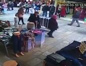 بالفيديو.. بائع تركى يضرب طفلا سوريا بوحشية وسط سوق بالأناضول