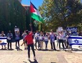 مصرى يرفع علم فلسطين فى وجه مسيرة داعمة لإسرائيل بجامعة فى جنوب أفريقيا