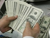 السوق السوداء يعانى قلة معروض الدولار والسعر يسجل 12.15 جنيه