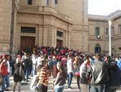 قوات الأمن تنجح فى فض تظاهرة طلاب المعادلة بجامعة القاهرة
