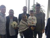 بالصور.. نجوم ريال مدريد فى استقبال الطفل الفلسطينى دوابشة