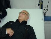 نقل صلاح عبدالله إلى مستشفى الزراعيين بعد سقوطه مغشيا عليه بجنازة شقيقه