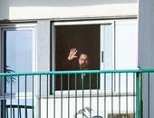 بالصور.. مبارك يحيى مؤيديه أمام مستشفى المعادى العسكرى فى ذكرى تحرير طابا