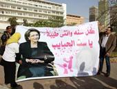 """بالفيديو والصور.. مؤيدو الرئيس الأسبق يقدمون هدايا """"عيد الأم"""" لسوزان مبارك"""
