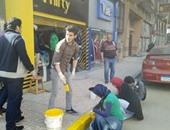 صحافة المواطن.. مبادرة شبابية بدمياط لتجميل الأرصفة والأشجار وتركيب صناديق قمامة