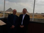 مدير عام متحف فينا يزور المتحف المصرى الكبير ويشيد بمستوى معامل الترميم