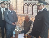 مدير أمن القاهرة يتابع تلقى طلبات الحج بالأقسام ويشدد على مساعدة المسنين