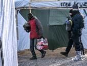 وزير داخلية فرنسا: سنقيم مركزين للمهاجرين فى كاليه لتخفيف وجودهم بالشوارع