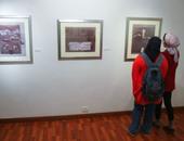 صبرى منصور: المعرض يضم مشوارى الفنى  ويحمل خطا سياسيا غير مباشر