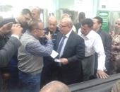 بالصور.. رئيس شركة مياه القاهرة يتفقد فروع الشبكات بالزيتون وعين شمس