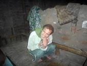 مأساة أسرة بمركز ساقلته بسوهاج.. الأب يحتاج لعملية فى عينيه بـ5 آلاف جنيه.. والابن يعانى إعاقة ذهنية.. والأم مصابة.. ويطالبون المسئولين بعلاجهم على نفقة الدولة ومساعدتهم ماديا