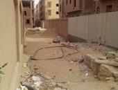 بالصور.. الإهمال يضرب الإسكان العائلى بمدينة الشروق ويتحول لصحراء