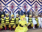 """بالصور.. تلاميذ مدرسة بطنطا يقدمون عرض """"نحل العسل"""" بحضور وزير التعليم"""