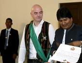 رئيس بوليفيا يمنح إنفانتينو وساما لالتزامه بتحسين كرة القدم