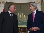 سامح شكرى يبحث مع كيرى جهود استئناف عملية السلام فى الشرق الأوسط